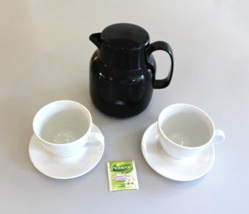 Vand i kande til te